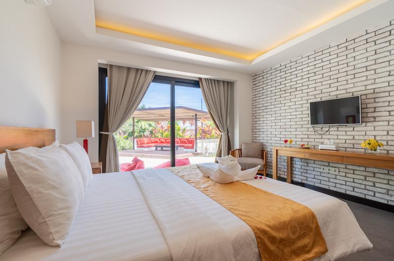 Villa Doretanh Bedroom and Outdoor Seating Area | Ungasan, Bali