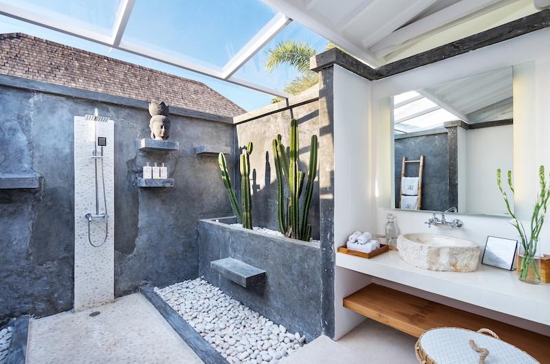 Villa Karein Outdoor Bathroom   Seseh, Bali