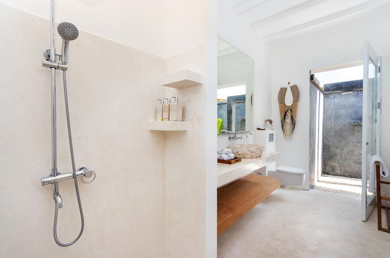 Villa Karein Bathroom   Seseh, Bali