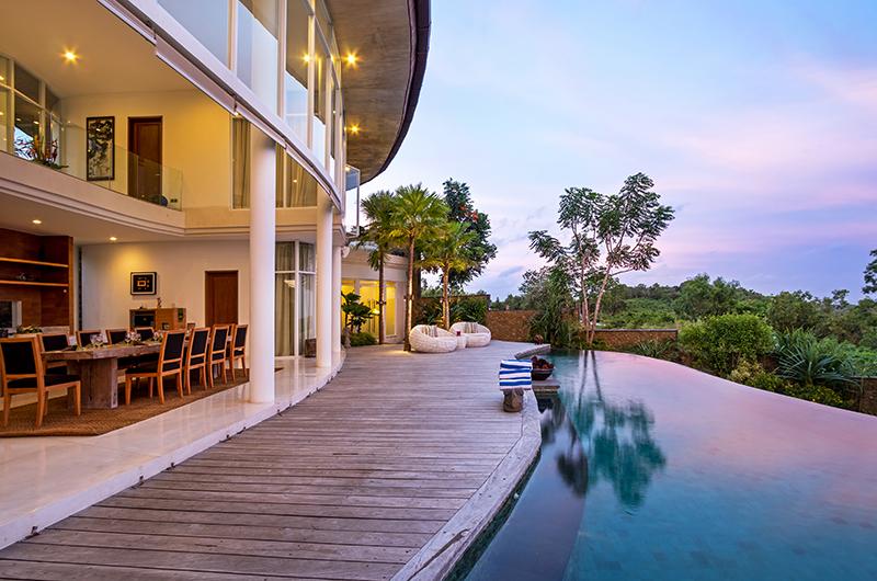 Villa Pancaloka Dining Area with Sun Deck and Infinity Pool | Jimbaran, Bali