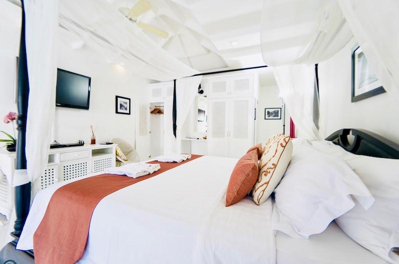 Tamarind Villas Lake Villa Bedroom with TV | Pattaya, Chonburi