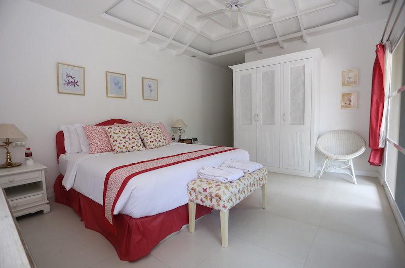 Tamarind Villas Lake Villa Bedroom with Lamps | Pattaya, Chonburi