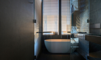 Odile Bathroom with Bathtub | Hirafu, Niseko