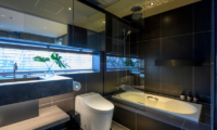Odile Bathroom with Shower Enclosure and Bathtub | Hirafu, Niseko