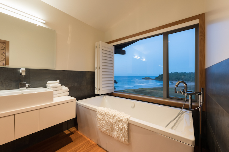 Otaha Beachfront Lodge Bathtub with Sea Views | Bay of Islands, Northland