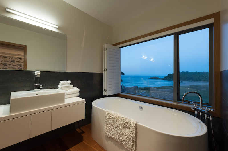 Otaha Beachfront Lodge Bathtub | Bay of Islands, Northland