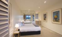 Alpine Retreat Bedroom with Lamps | Queenstown, Otago
