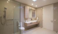 Alpine Retreat Bathroom with Shower | Queenstown, Otago