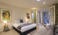 Alpine Retreat Bedroom with Seating | Queenstown, Otago