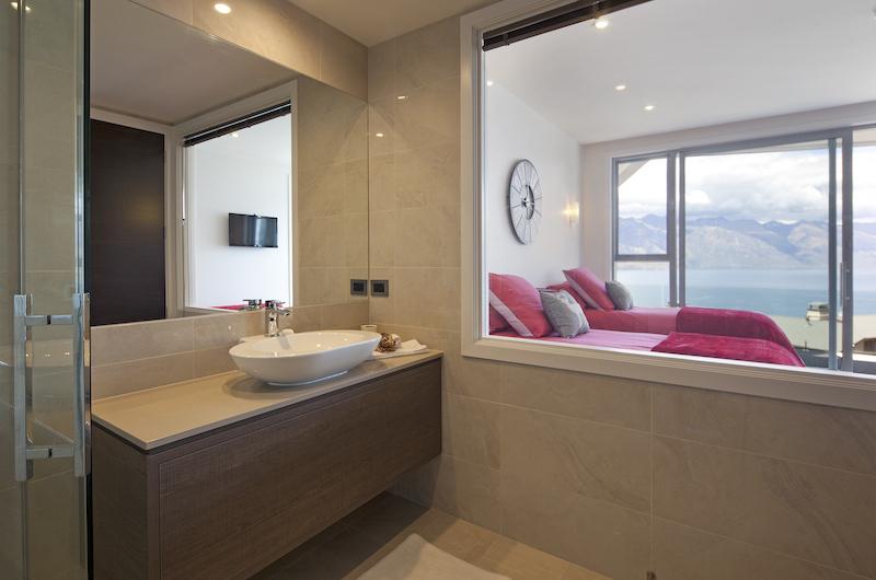 Aspen House En-Suite Bathroom | Queenstown, Otago