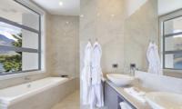 Aspen House Bathroom Three with Lake View | Queenstown, Otago