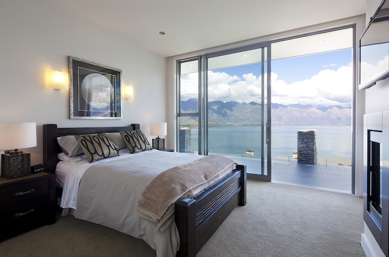 Aspen House Master Bedroom with Lake View | Queenstown, Otago