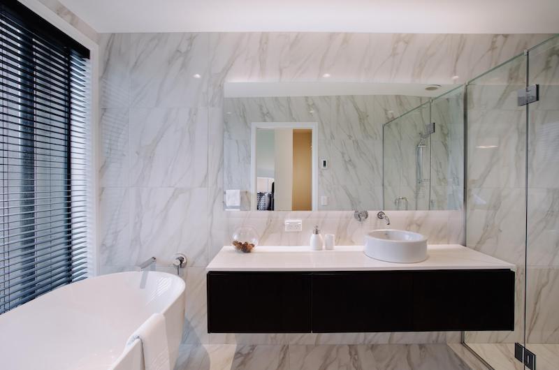 Falconer Rise Bedroom with Bathtub | Queenstown, Otago
