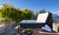 Kohanga Luxury Lakeside Villa Jacuzzi | Queenstown, Otago