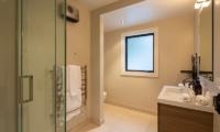 Kohanga Luxury Lakeside Villa Bathroom | Queenstown, Otago