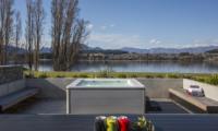 Sunrise Bay Outdoor Jacuzzi | Wanaka, Otago