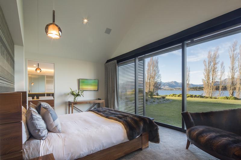 Sunrise Bay Spacious Master Bedroom | Wanaka, Otago