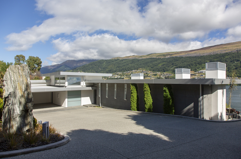 Supreme Lakefront Main Entrance | Queenstown, Otago