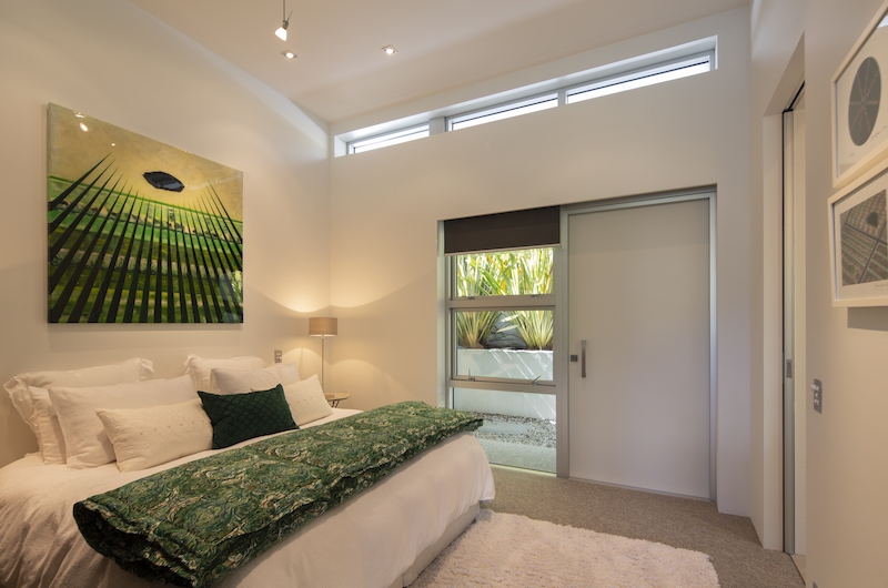 Supreme Lakefront Guest Bedroom | Queenstown, Otago