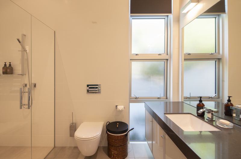 Supreme Lakefront Toilet | Queenstown, Otago