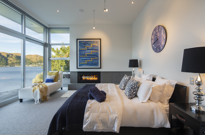 Supreme Lakefront Bedroom with Fire Place | Queenstown, Otago