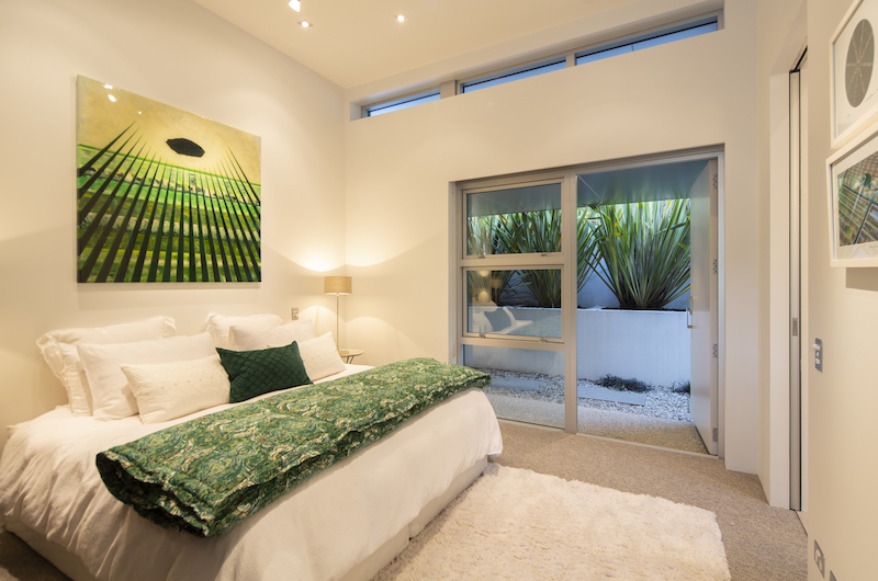Supreme Lakefront Bedroom | Queenstown, Otago