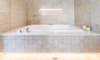 The Dacha Bathtub | Wanaka, Otago