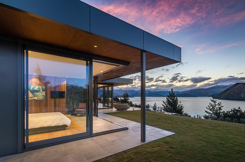 The Dacha Bedroom with Lake View | Wanaka, Otago