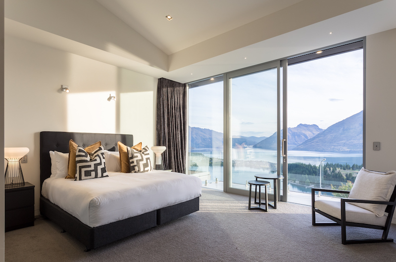 Views on Edinburgh Spacious Bedroom with Seating | Queenstown, Otago