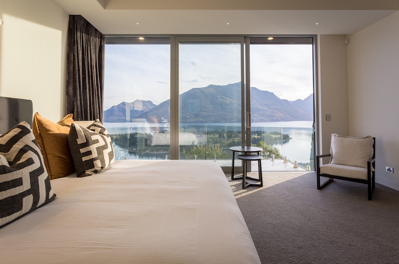 Views on Edinburgh Spacious Bedroom with Lake Views | Queenstown, Otago