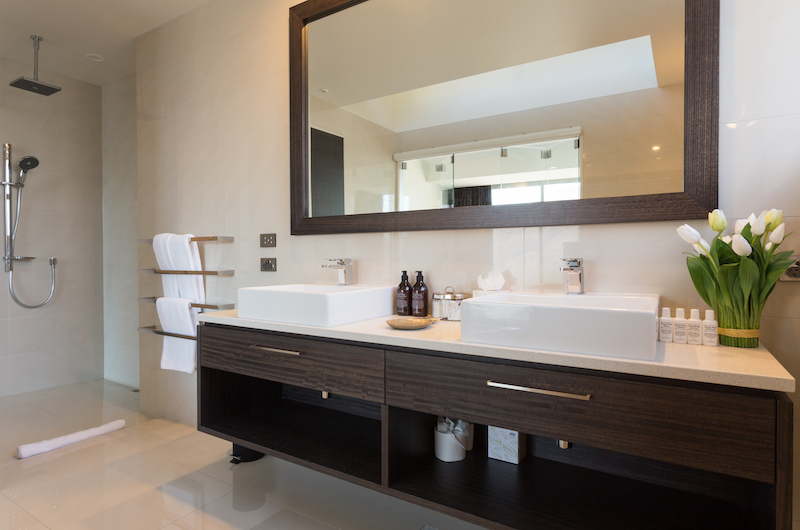 Views on Edinburgh Bathroom with Mirror | Queenstown, Otago