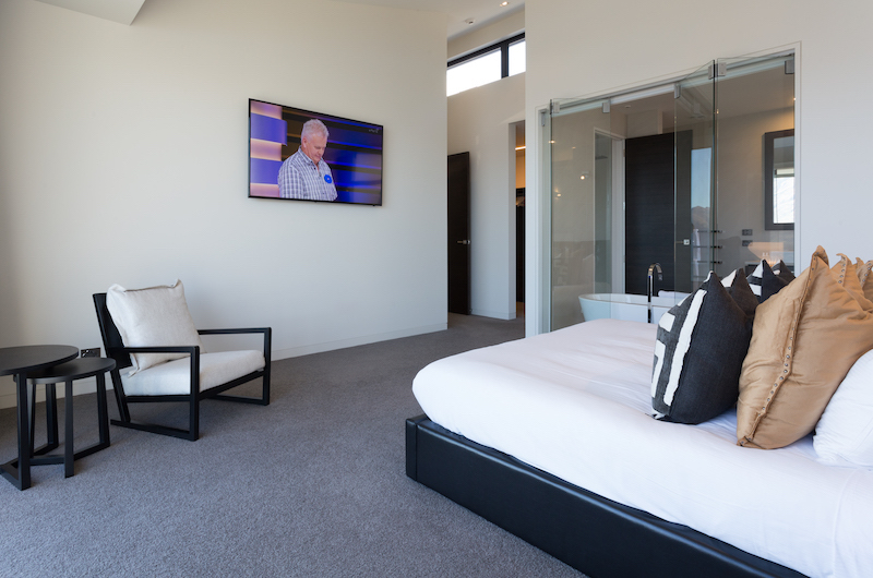 Views on Edinburgh Bedroom with Seating | Queenstown, Otago