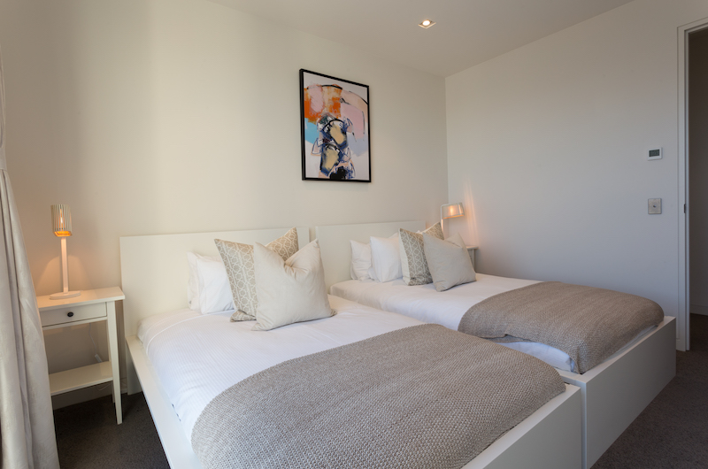 Views on Edinburgh Two Single Beds | Queenstown, Otago