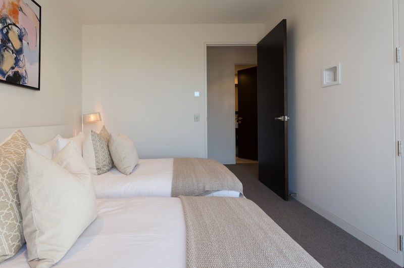 Views on Edinburgh Spacious Twin Bedroom | Queenstown, Otago