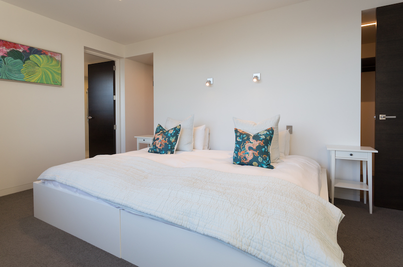 Views on Edinburgh King Size Bedroom | Queenstown, Otago