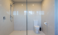 Views on Edinburgh Ensuite Bathroom with Shower | Queenstown, Otago