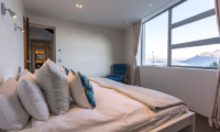 Views on Edinburgh Double Bedroom with Ensuite Bathroom | Queenstown, Otago