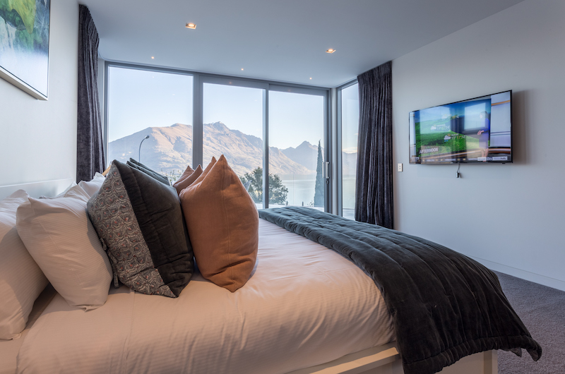 Views on Edinburgh Bedroom with TV | Queenstown, Otago