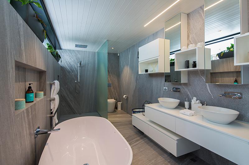 Villa Cascata Ensuite Bathroom | Queenstown, Otago