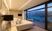 Villa Cascata Spacious Bedroom with Balcony | Queenstown, Otago