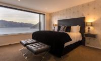 Villa Fifteen Spacious Bedroom with Seating | Queenstown, Otago