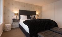 Villa Fifteen Spacious Bedroom | Queenstown, Otago