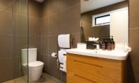 Villa Fifteen Toilet | Queenstown, Otago