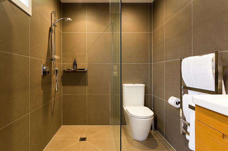 Villa Fifteen Bathroom with Shower | Queenstown, Otago
