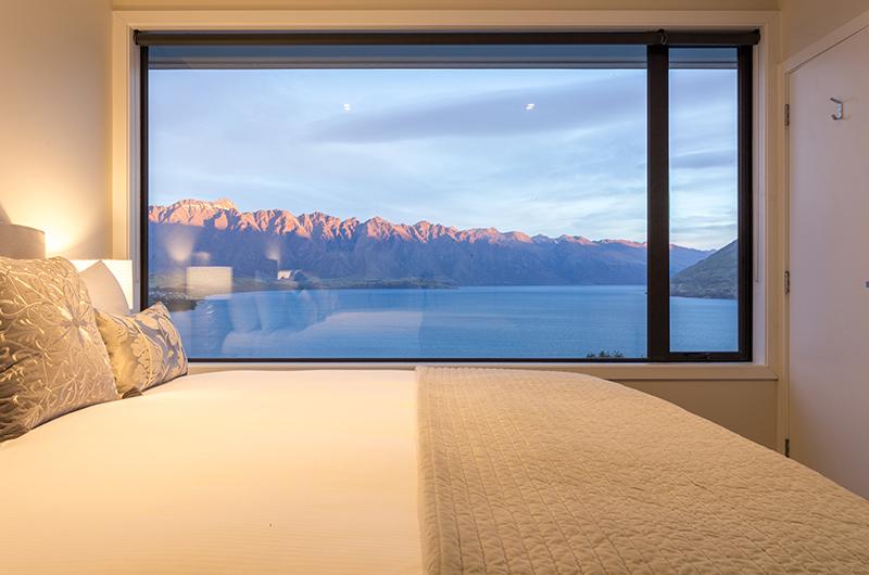 Villa Fifteen Bedroom with Lake Views | Queenstown, Otago