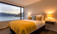 Villa Fifteen Spacious Bedroom with Lake Views | Queenstown, Otago