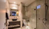 Villa Kahua Bedroom with Vanity | Queenstown, Otago