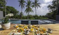 Villa Braya Dining Table | Koh Yao Noi, Phang Nga