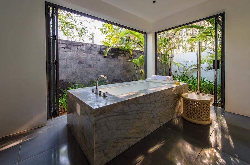 Sanctuary Premium Beach Front Marble Bathtub | Ho Tram, Vietnam