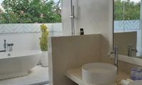 Villa Capil Open Plan Bathroom | Batubelig, Bali